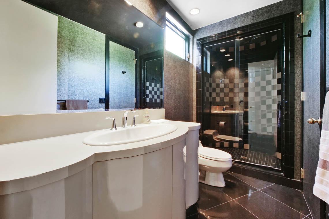 21 – 5 Lockhern Court – En Suite Bath