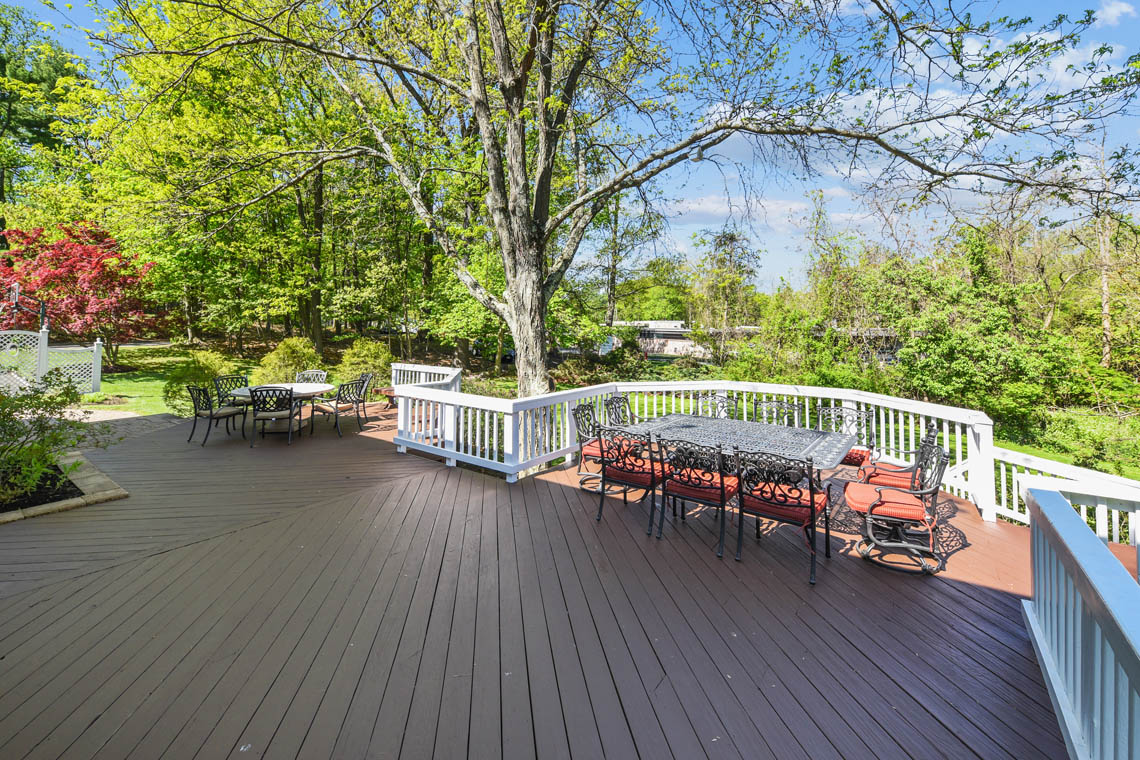 23 – 335 Long Hill Drive – Spacious Deck