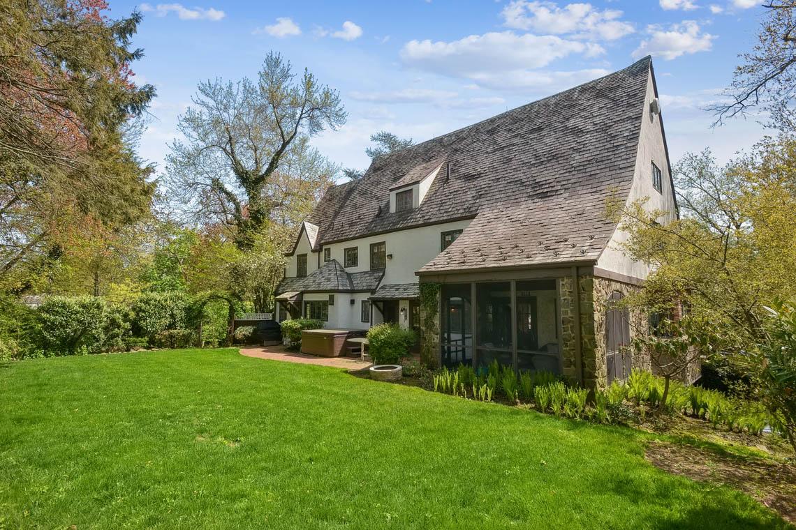 24 – 1 Twin Oak Road – Totally Level Backyard