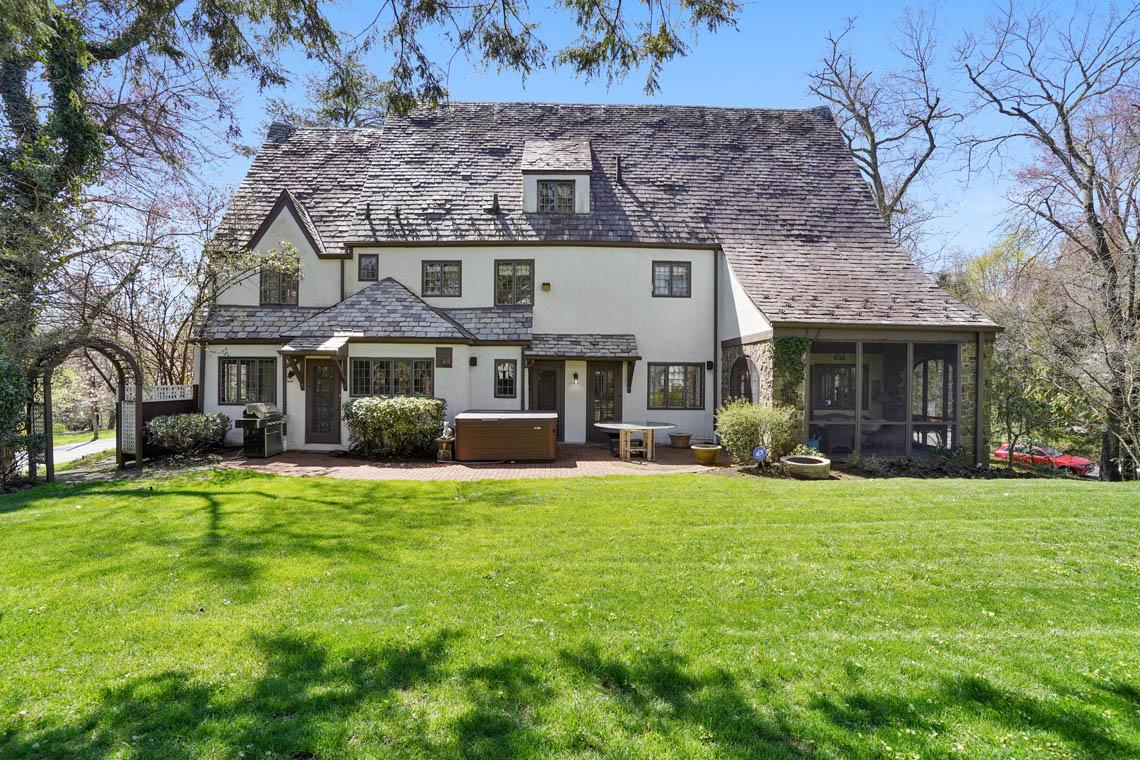 25 – 1 Twin Oak Road – Totally Level Backyard