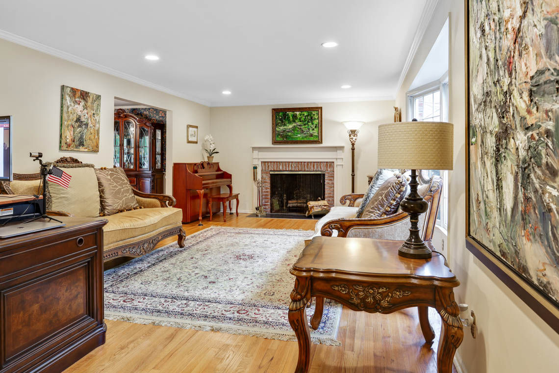 4 – 335 Long Hill Drive – Living Room