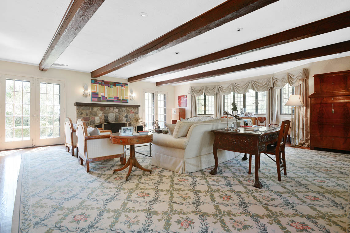 5 – 1 Twin Oak Road – Living Room
