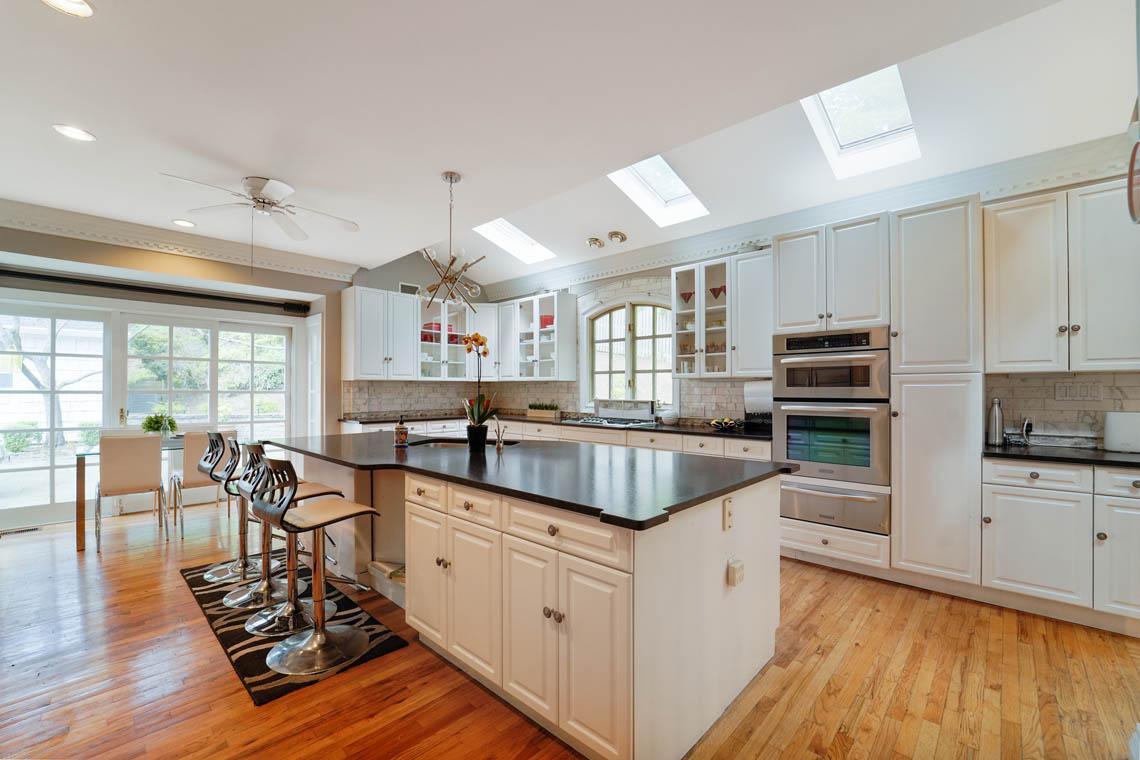 5 – 50 Montview Avenue – Gourmet Eat-in Kitchen