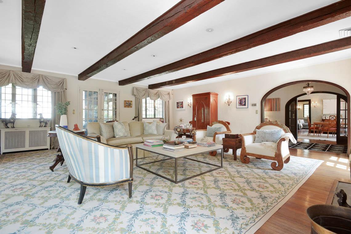 6 – 1 Twin Oak Road – Living Room