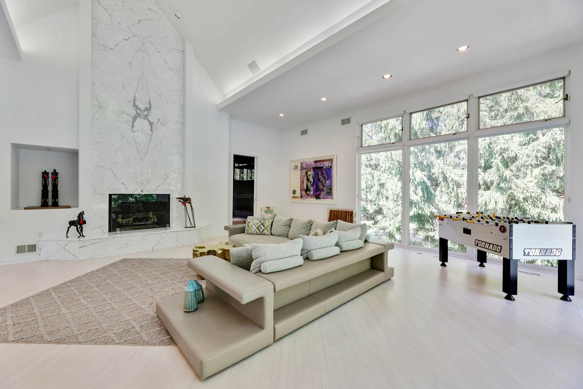 6 – 261 Hartshorn Drive – Great Room
