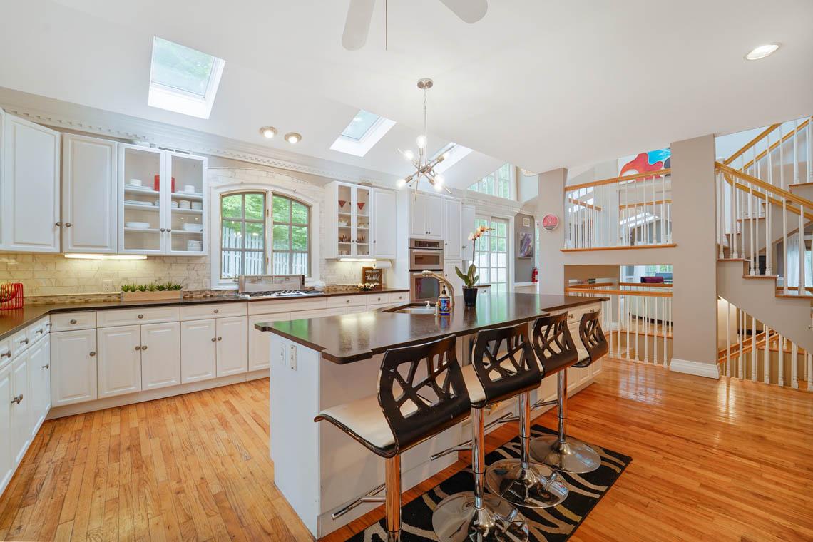 6 – 50 Montview Avenue – Gourmet Eat-in Kitchen