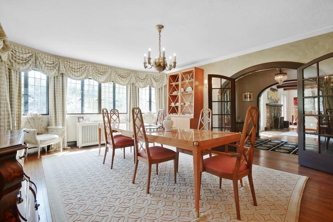 7 – 1 Twin Oak Road – Dining Room