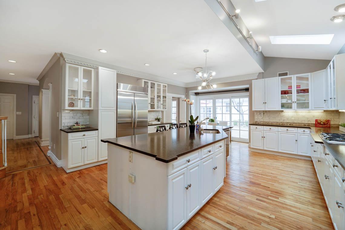 7 – 50 Montview Avenue – Gourmet Eat-in Kitchen