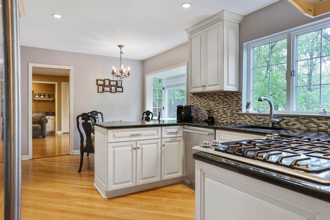 8 – 335 Long Hill Drive – Gourmet Kitchen