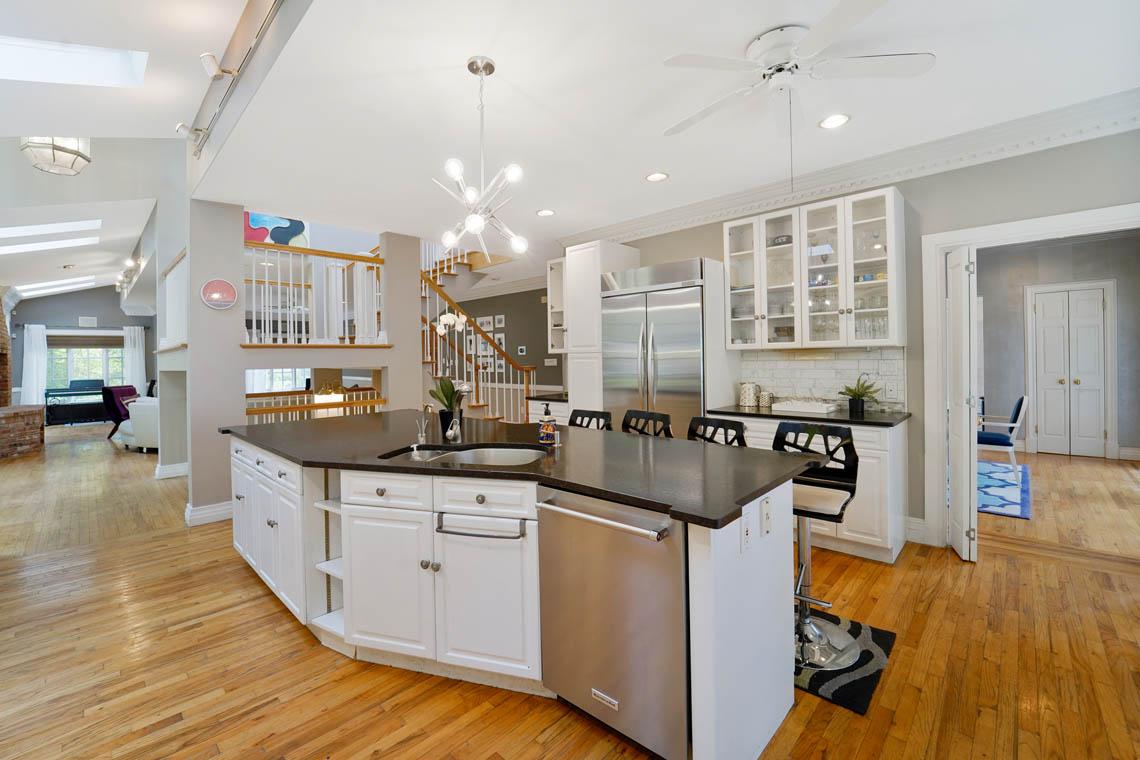 8 – 50 Montview Avenue – Gourmet Eat-in Kitchen