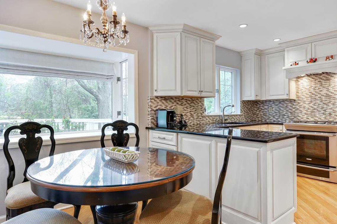 9 – 335 Long Hill Drive – Gourmet Kitchen