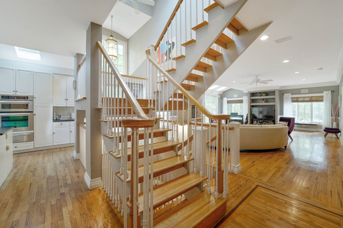9 – 50 Montview Avenue – Floating Stairs