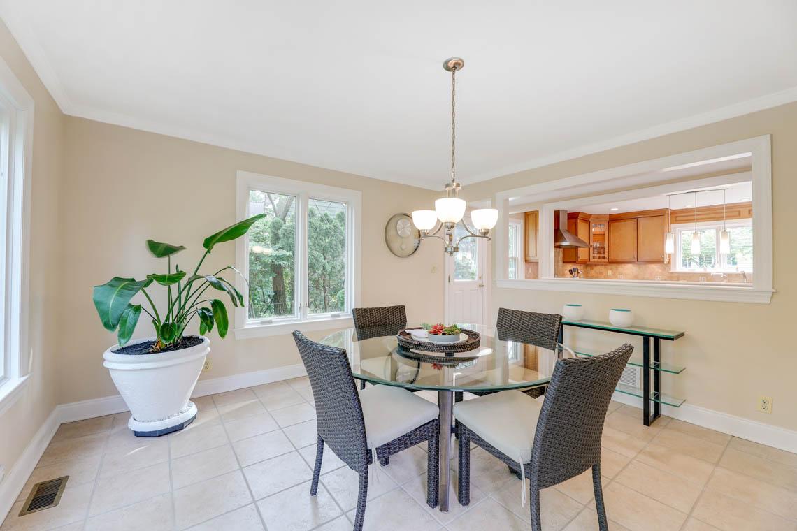 10 – 280 Forest Drive South – Sunlit Breakfast Area