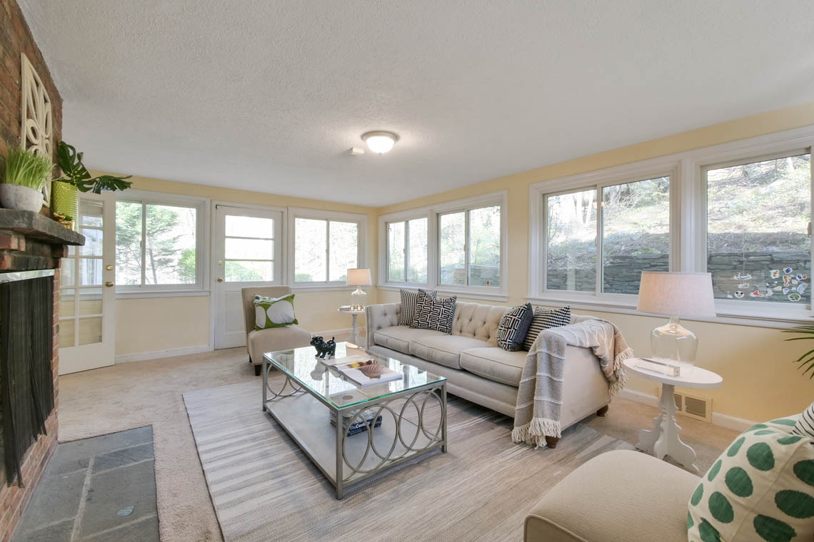 10 – 304 Forest Dr South – Living Room