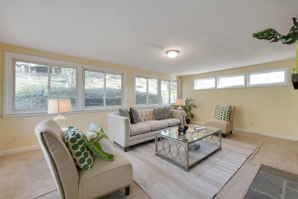 11 – 304 Forest Dr South – Living Room