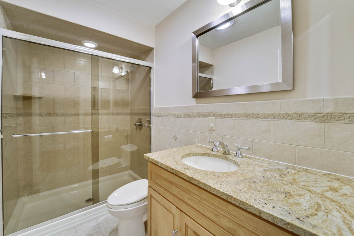 15 – 280 Forest Drive South – In-law Suite Bath