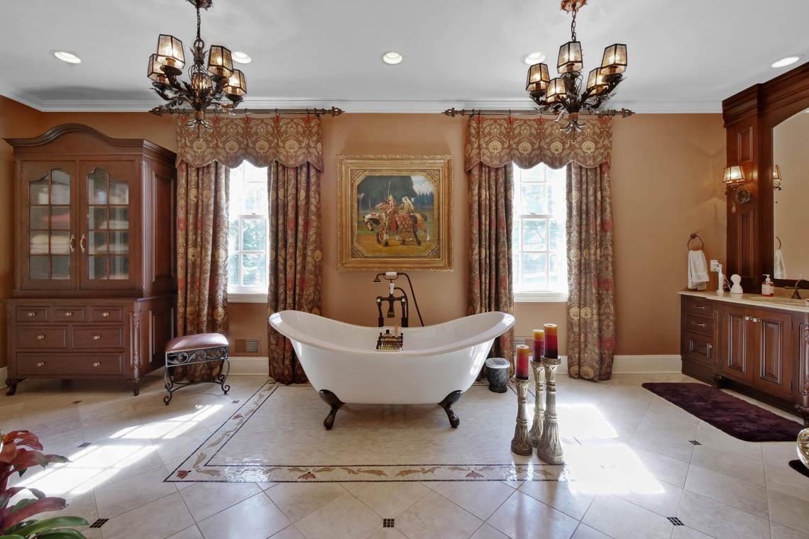 15 – 3 Winston Farm Lane – Master Bath