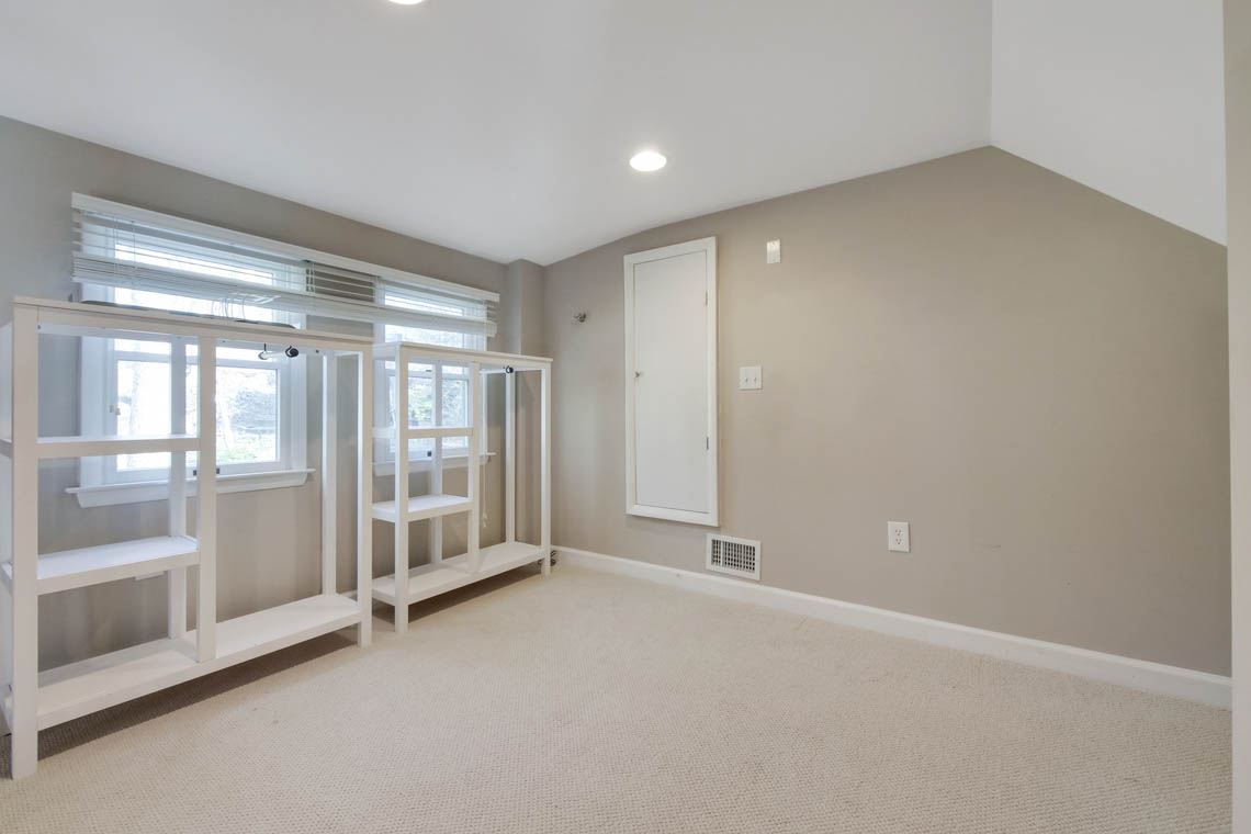 15 – 304 Forest Dr South – Master Walk-in Closet