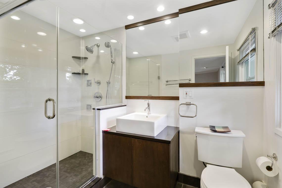 15 – 39 Delwick Lane – Full Bath