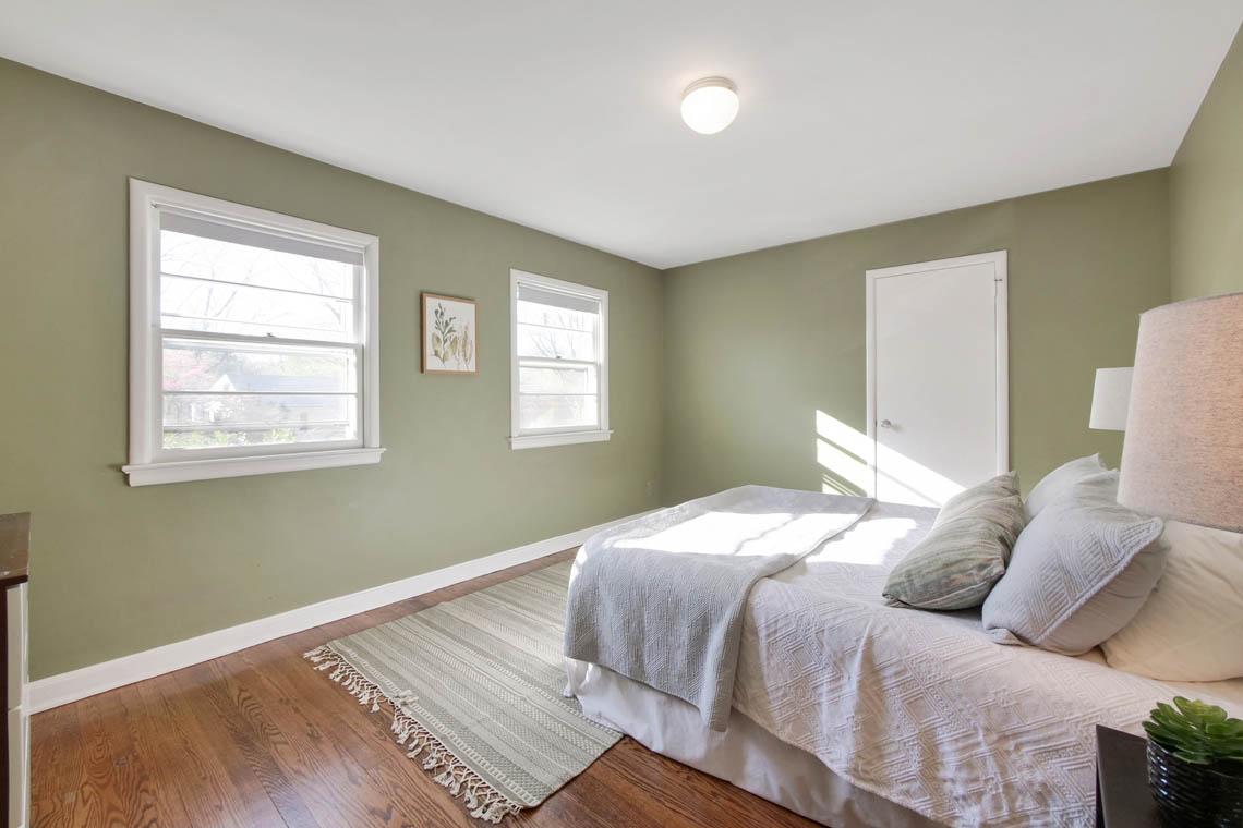 17 – 304 Forest Dr South – Bedroom
