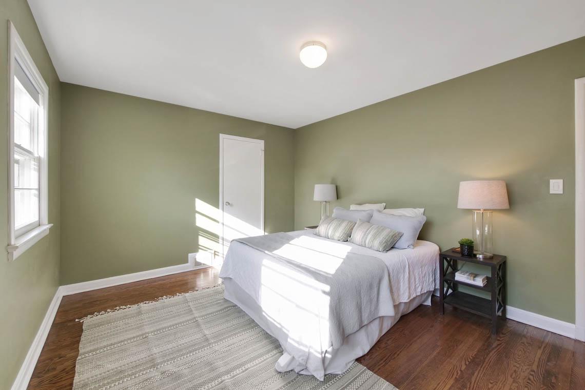 18 – 304 Forest Dr South – Bedroom