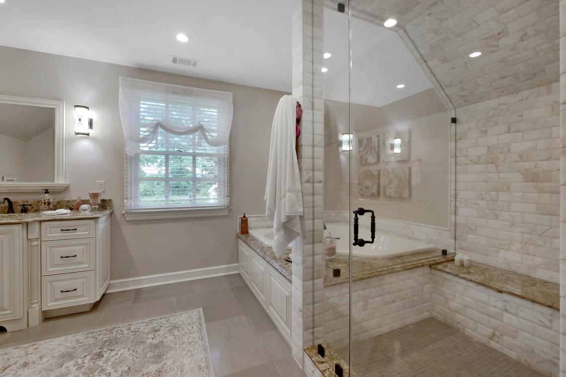 19 – 3 Winston Farm Lane – In-law Suite Bath