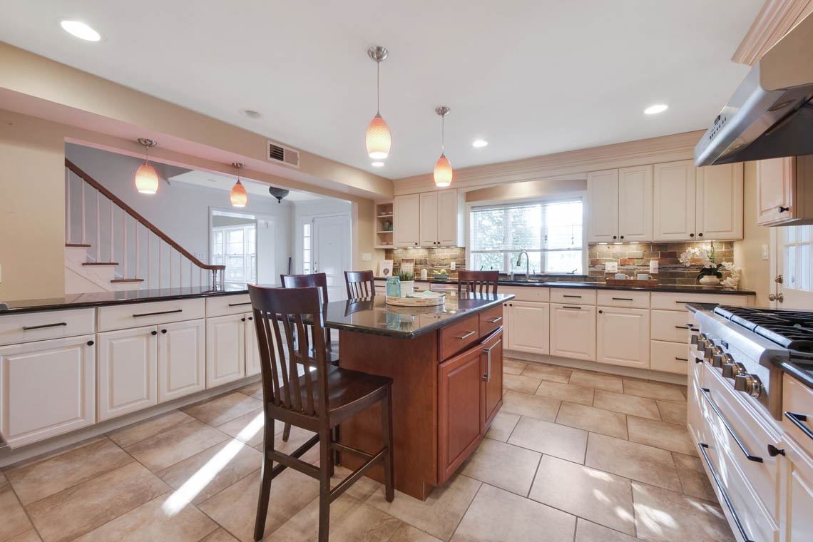 2 – 304 Forest Dr South – Kitchen