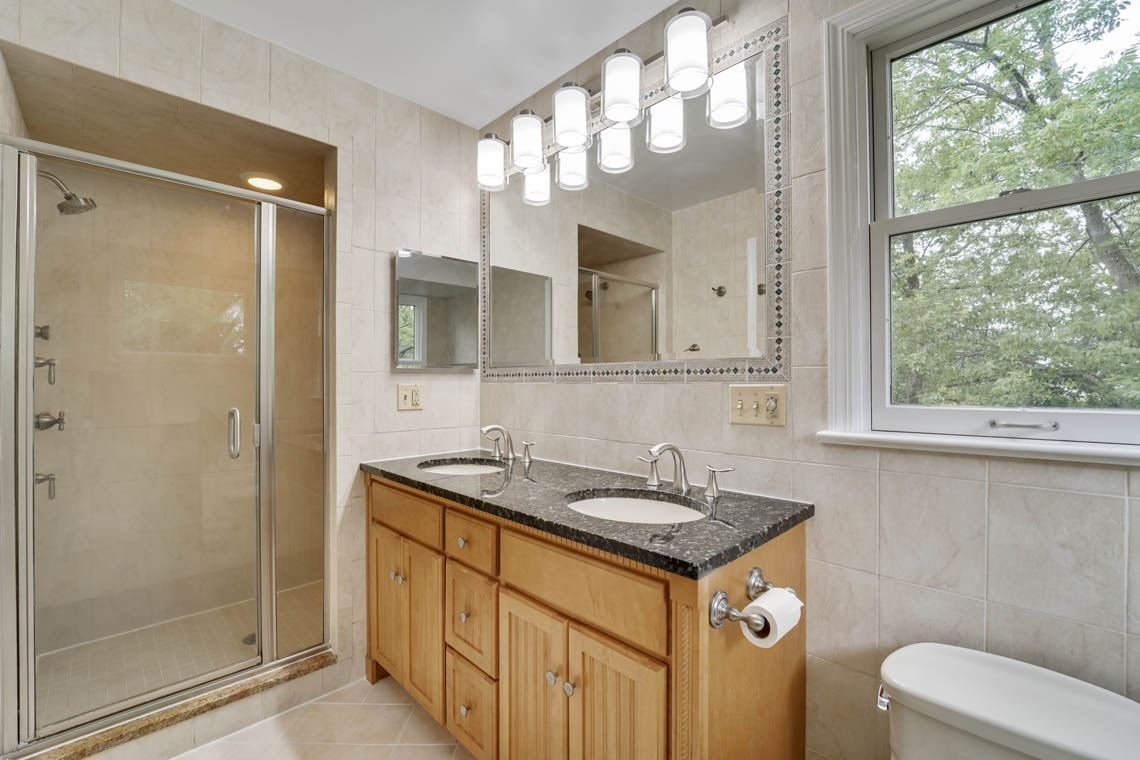 20 – 280 Forest Drive South – Master Bath