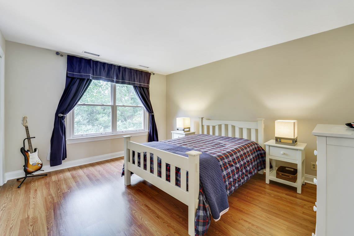 23 – 280 Forest Drive South – Bedroom