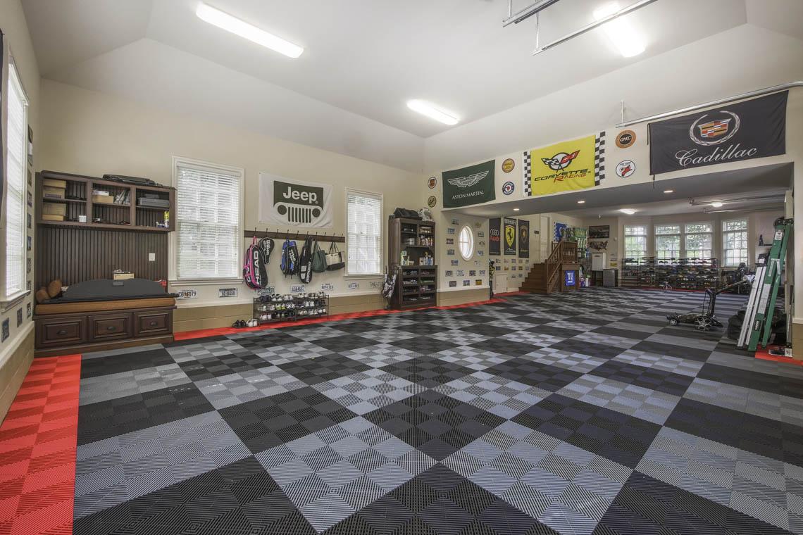 23 – 3 Winston Farm Lane – Incredible Garage