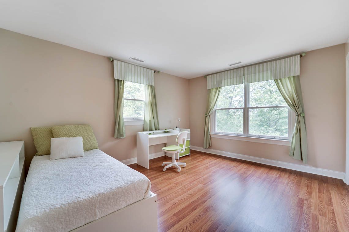 24 – 280 Forest Drive South – Bedroom