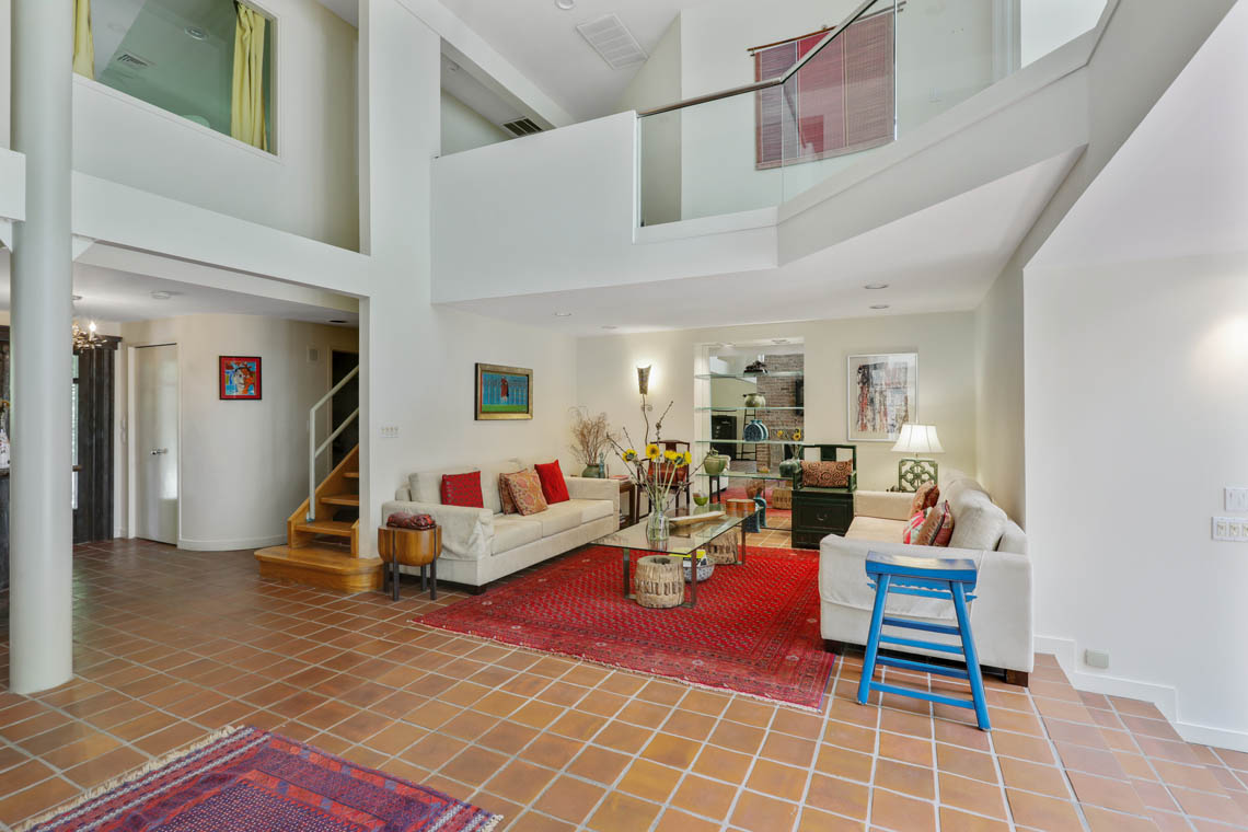 4 – 39 Delwick Lane – Grand 2-Story Great Room