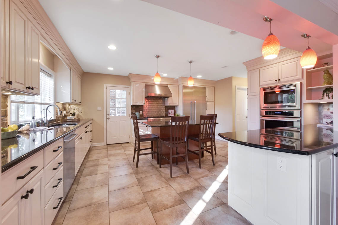 5 – 304 Forest Dr South – Kitchen