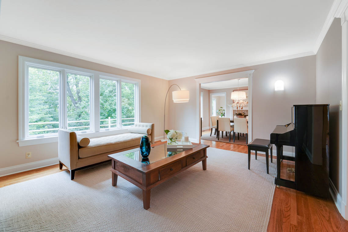 6 – 280 Forest Drive South – Living Room
