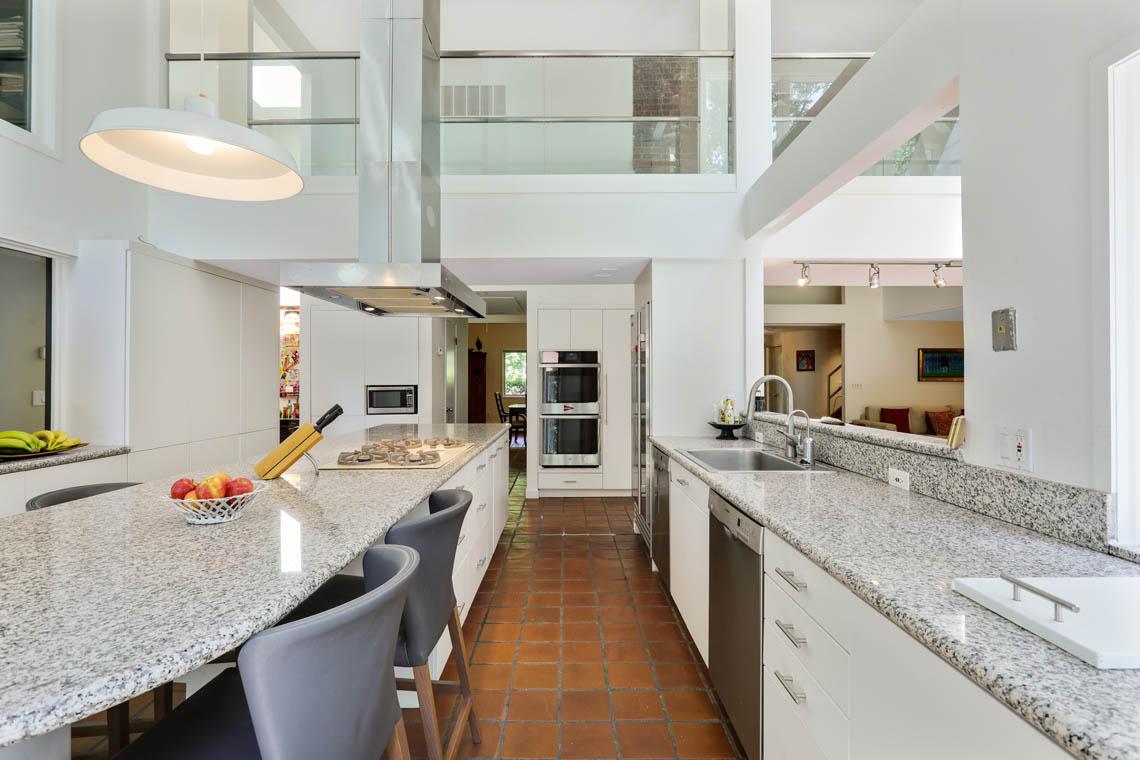 6 – 39 Delwick Lane – Bright Gourmet Eat-in Kitchen