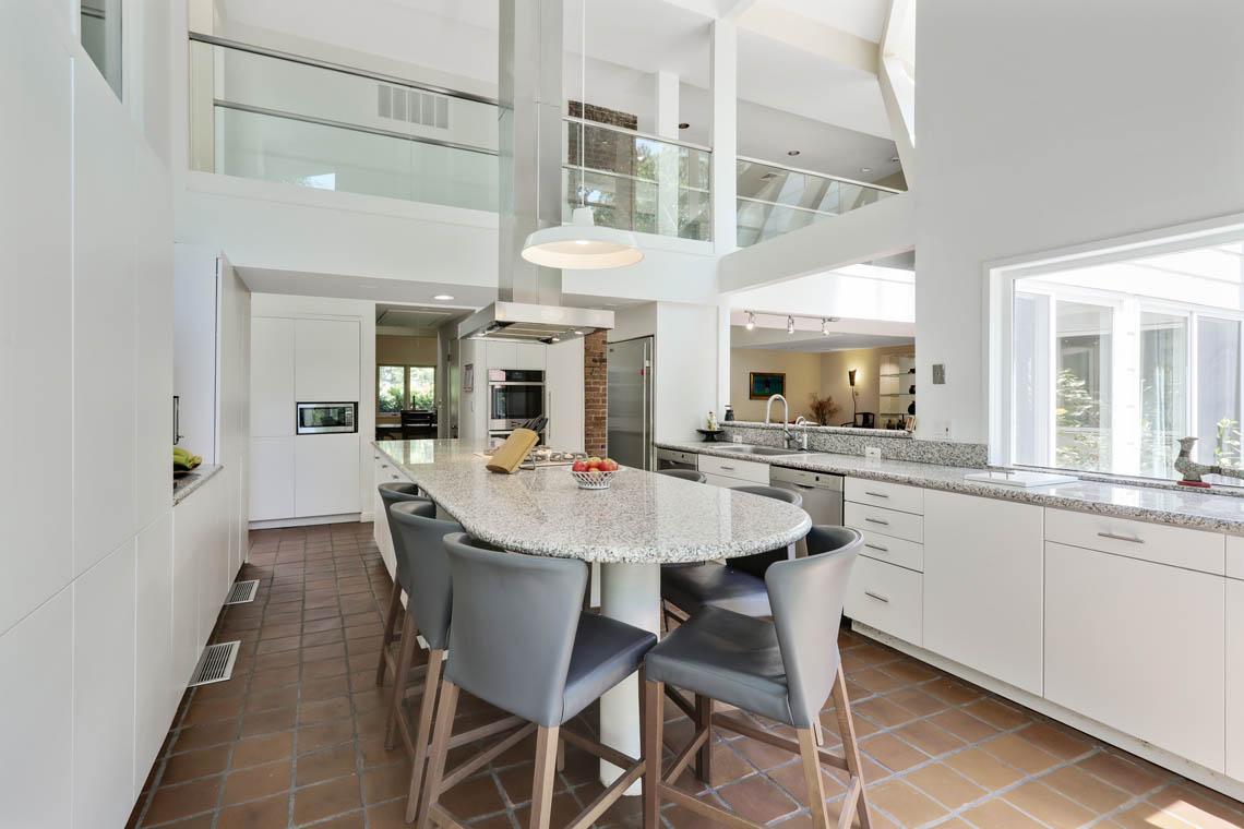 7 – 39 Delwick Lane – Bright Gourmet Eat-in Kitchen