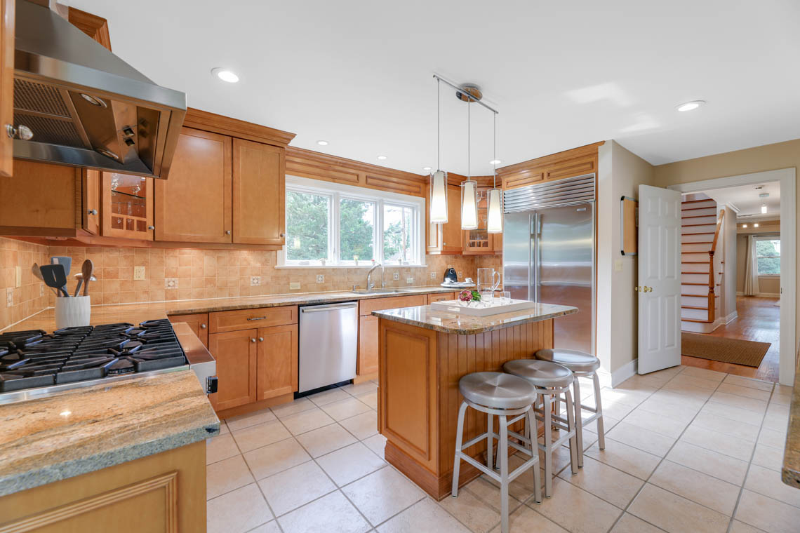 8 – 280 Forest Drive South – Gourmet Eat-in Kitchen
