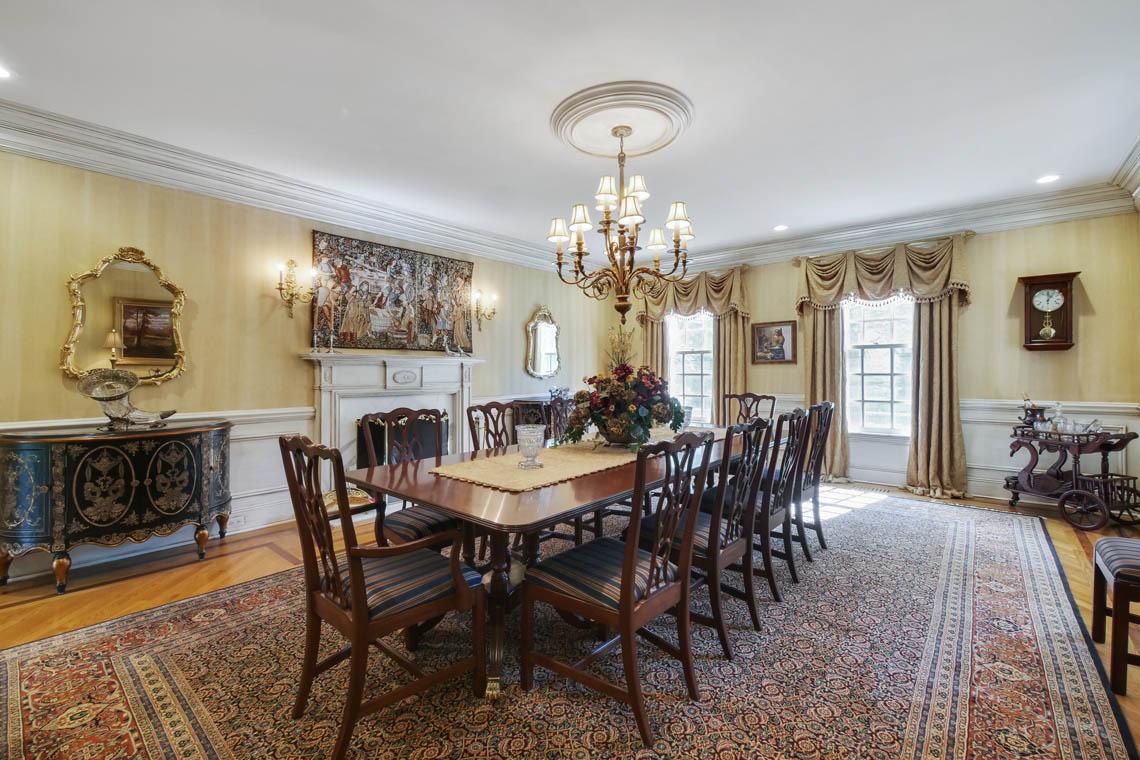 8 – 3 Winston Farm Lane – Dining Room
