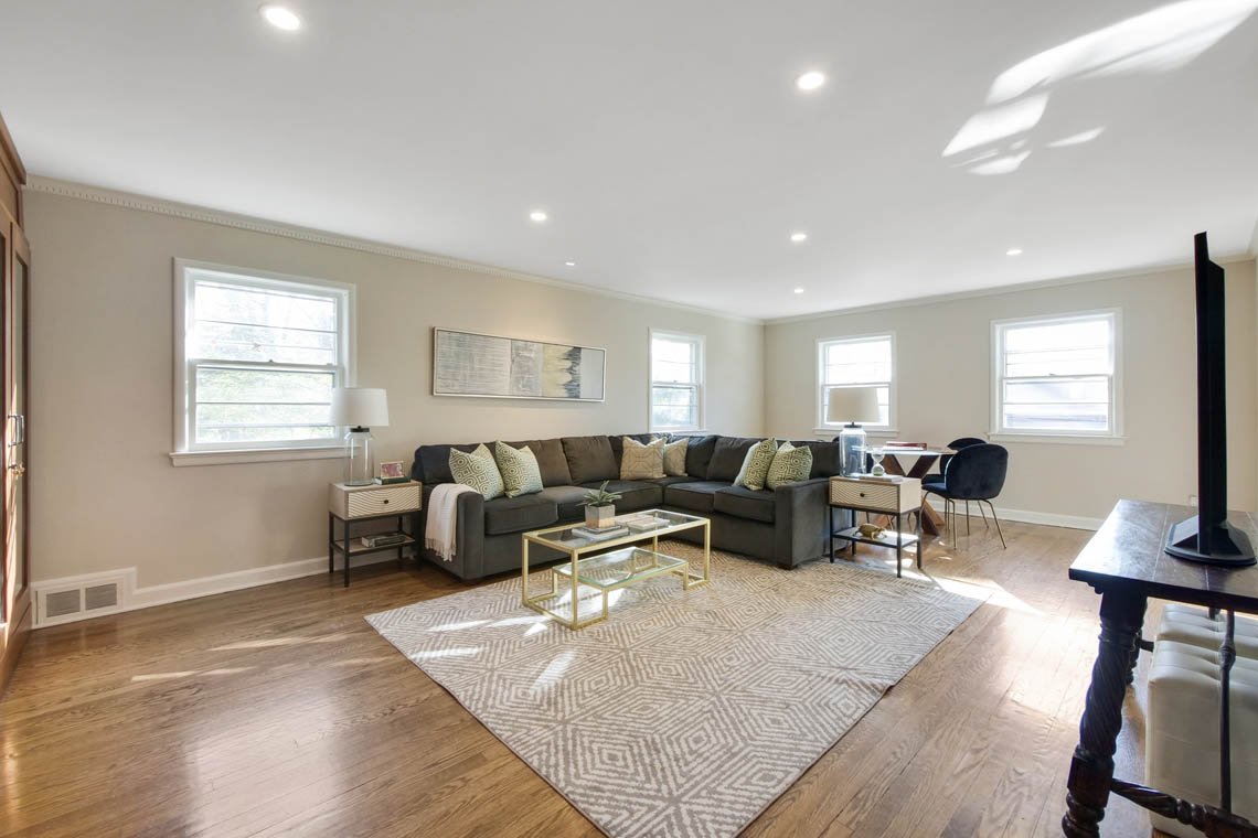 8 – 304 Forest Dr South – Family Room