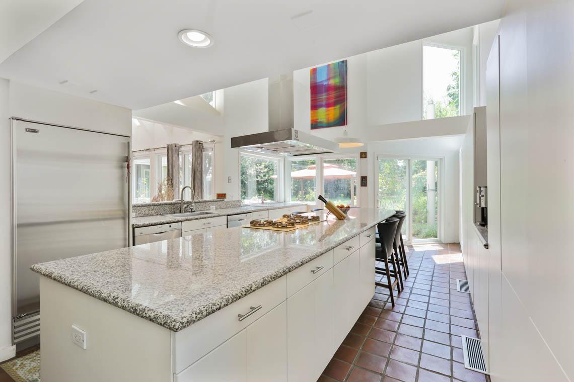 8 – 39 Delwick Lane – Bright Gourmet Eat-in Kitchen