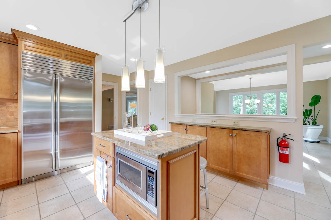 9 – 280 Forest Drive South – Gourmet Eat-in Kitchen