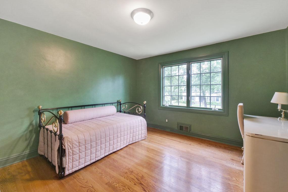 16 – 2 Cayuga Way – Bedroom
