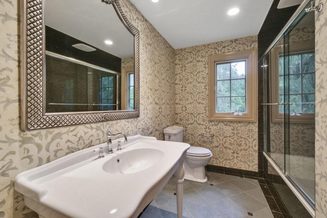 17 – 2 Cayuga Way – Hall Bath