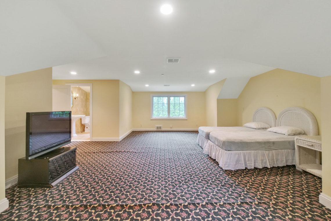 18 – 2 Cayuga Way – Master Bedroom