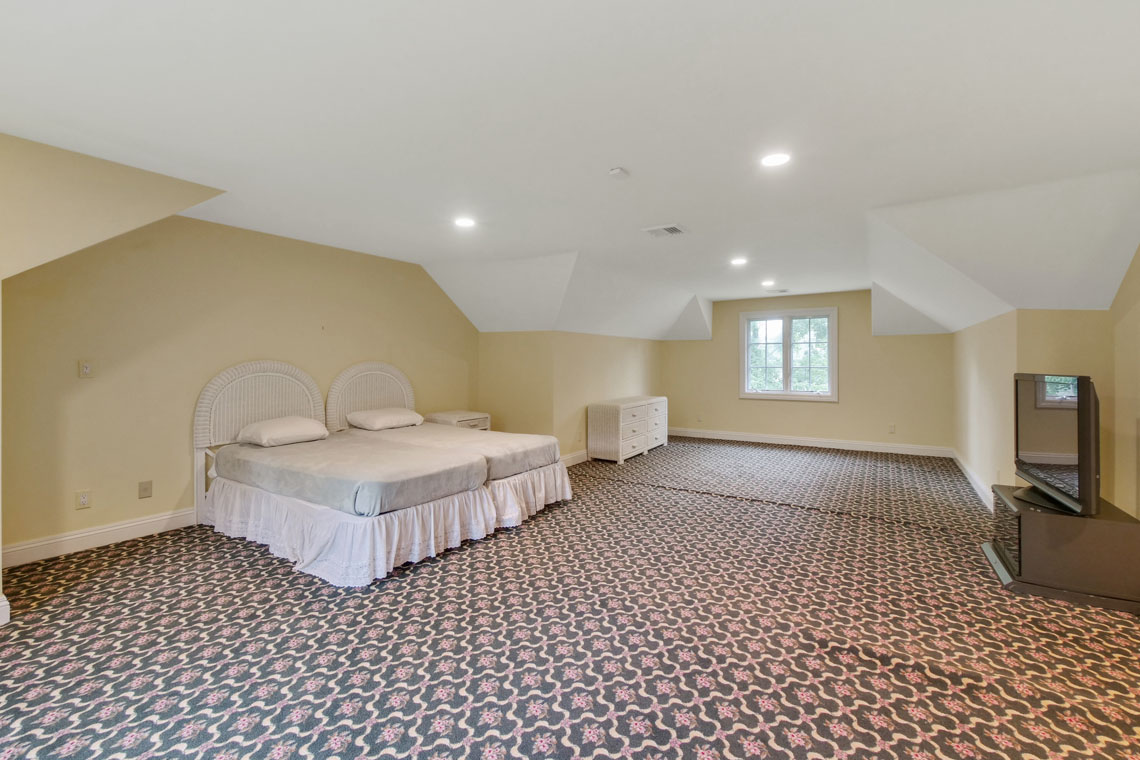 19 – 2 Cayuga Way – Master Bedroom