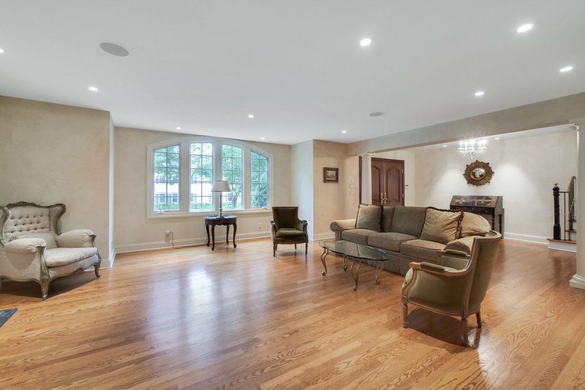 3 – 2 Cayuga Way – Living Room