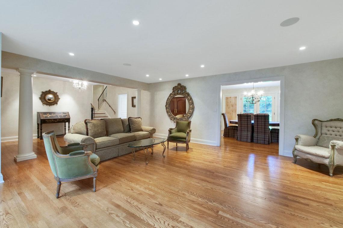 4 – 2 Cayuga Way – Living Room