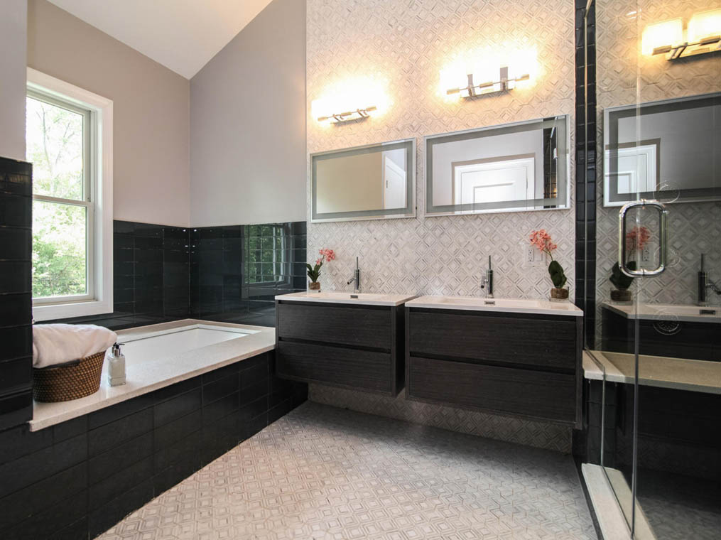 17 – 368 Old Short Hills Road – Spa-like Primary Bath