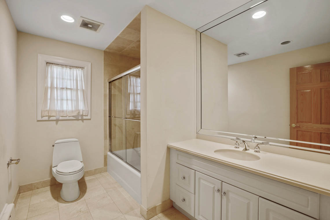19 – 5 Dorison Drive – En Suite Bath