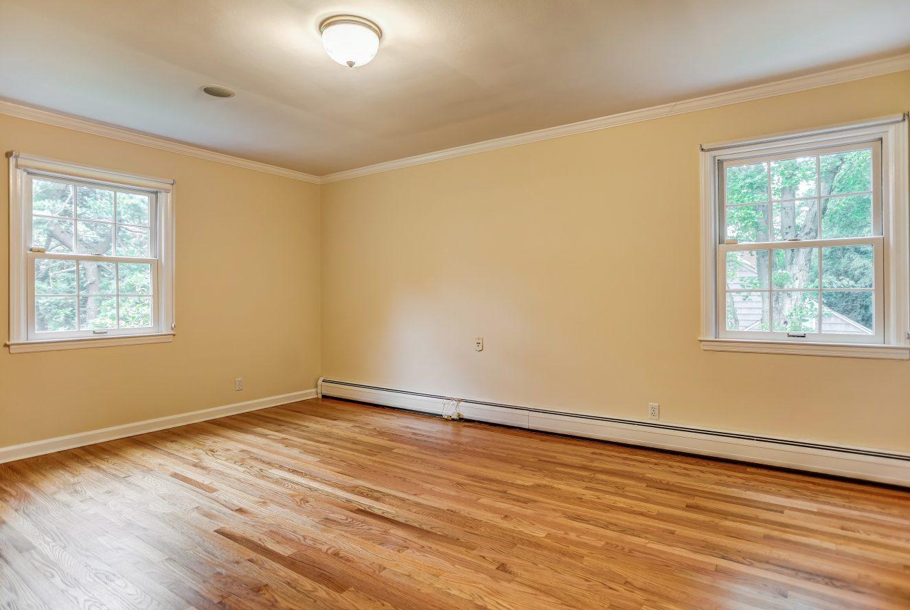10 – 31 Park Lane – Master Bedroom Suite